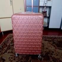 Продам чемодан женский, в г.Кривой Рог