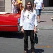 Начал работу - художник, оформитель, дизайнер, скульптор, в г.Одесса