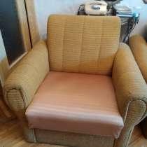 Диван и 2 кресла, пружины и механизм в отличном состоянии, в г.Кишинёв