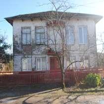 Дом с хорошим плодородным участком, в г.Поти