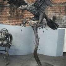 Орел на дереве (скульптурная композиция), в Краснодаре