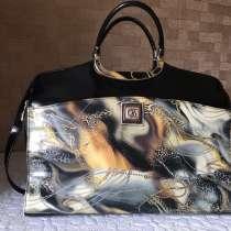 Фирменная сумка сделана в Италии, в Москве