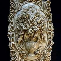 Барельефная композиция: цветы в вазе и стрекоза, в Саратове