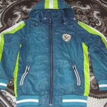 Продам куртку на мальчика демисезонную р-р 140, в Красноярске