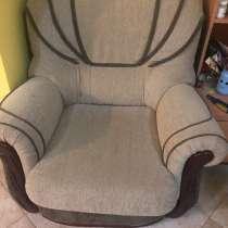2 дивана и кресло, в г.Котор