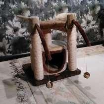 Домик для кошки с когтеточками и игрушками, в Москве