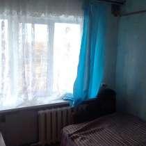 Продаю теплую комнату с мебелью, в Брянске