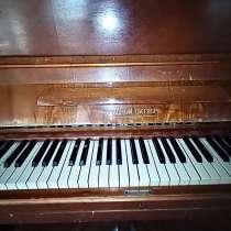 Пианино «красный октябрь», в Хабаровске