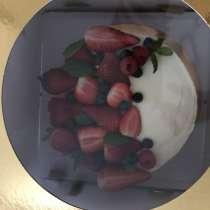 Торт клубничный мохито, вес 2 кг, цена 400 кр, в г.Стокгольм