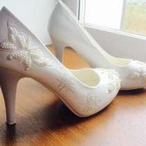 Продам свадебные туфли 37 размер, в г.Васлуй
