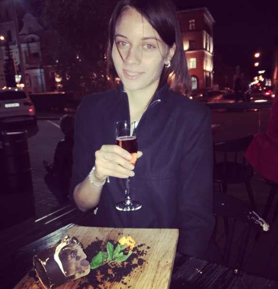 Надя, 23 года, хочет пообщаться