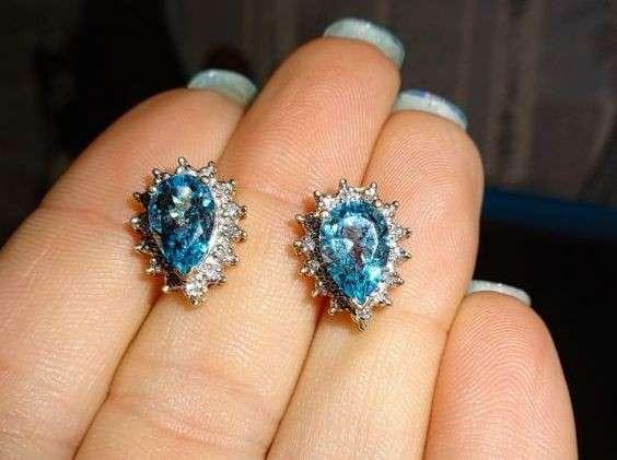 Классные серьги - гвоздики золото бриллиант топаз