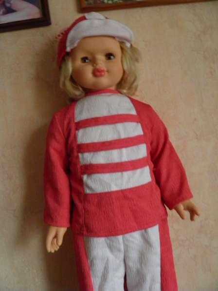 Шикарную большую куклу в отличном состоянии