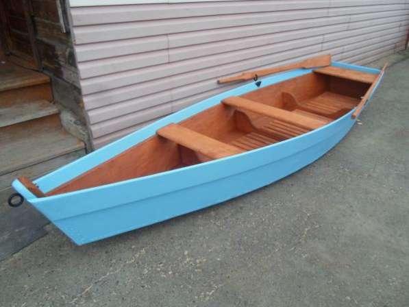 Лодка деревянная весельная