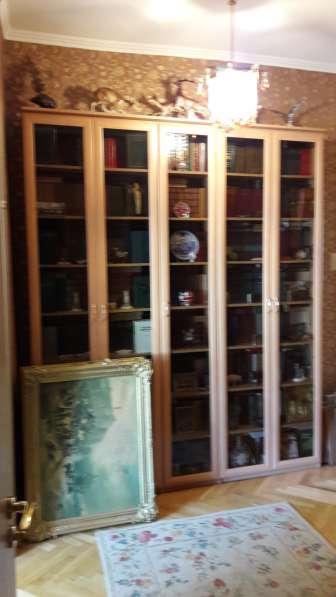 Книжный шкаф из трех секций