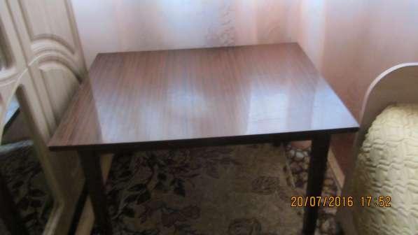 Продам журнальный столик полированный