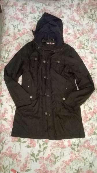 Распродажа! Женская спортивная черная куртка дождевик С&A