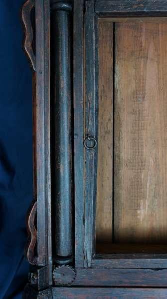 Старинный резной киот, украшенный колоннами. Русский Север в Санкт-Петербурге фото 9