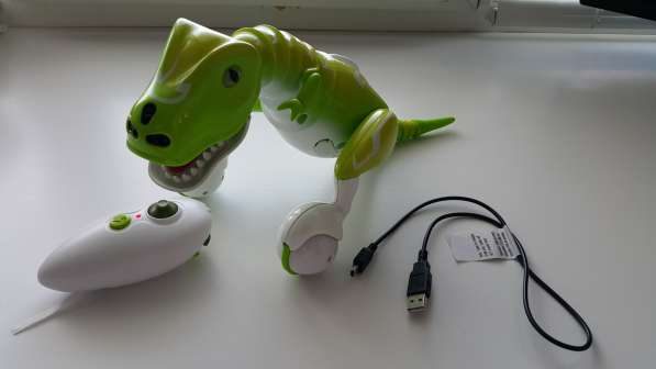 Динозавр-робот