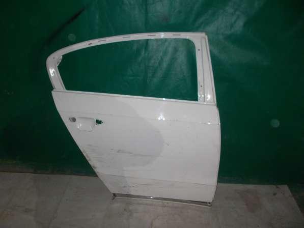 Правая задняя дверь Volkswagen Passat B7