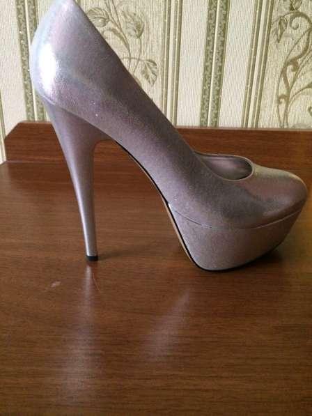 Xocu prodat obuv za $ 30