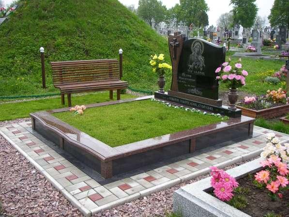 Благоустройство могил и установка памятника Солигорск в фото 3