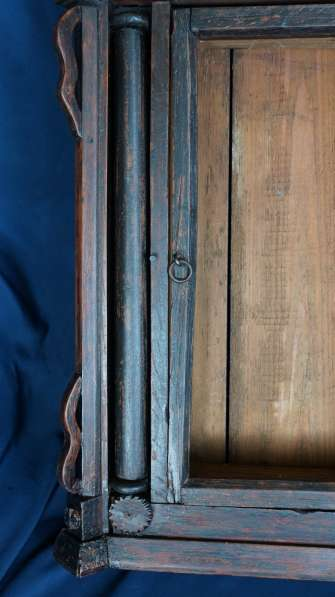 Старинный резной киот, украшенный колоннами. Русский Север в Санкт-Петербурге фото 10