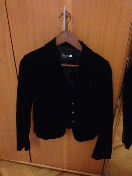 Пиджак барахатный с пуговицами