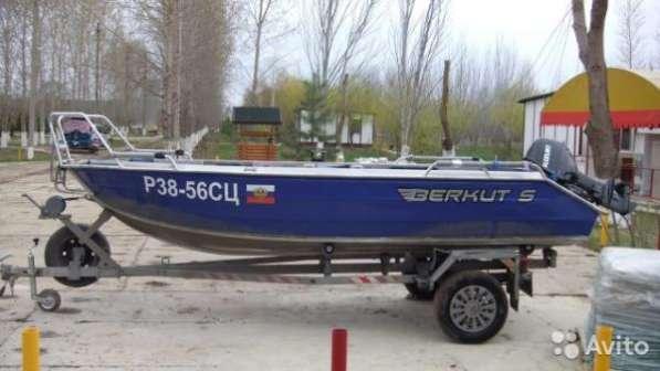 """лодку """"berkut s"""" с мотором"""