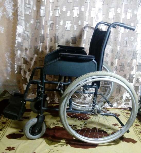 Продам инвалидную кресло-коляску КИС1