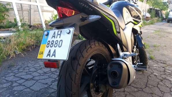 Мотоцикл черного цвета