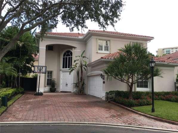 Современный дом в Голден-Бич, Флорида в