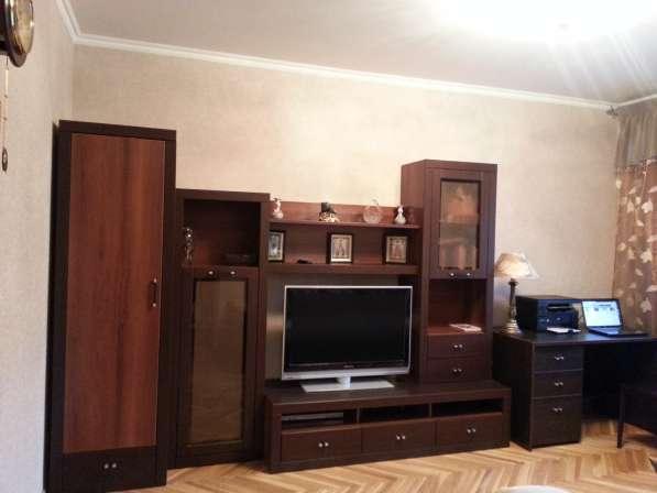 Продам мебель, новую горку с писменным столом цвет шоколада