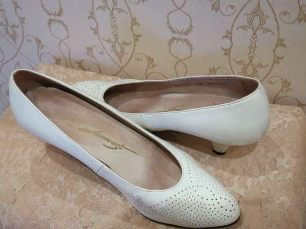 Туфли лодочки белые, кожа