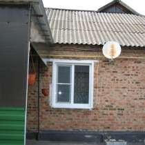 Продам дом в живописном месте, на берегу реки, много зелени, в Новошахтинске