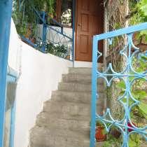 Обмен недвижимости 3 отд квартиры 200 м. кв на дом. в Ялте, в Ялте