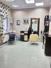 Требуется парикмахер-универсал в салон красоты, в Новосибирске