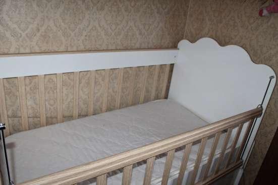Продаю детскую кроватку (трансформер) в г. Тбилиси Фото 2