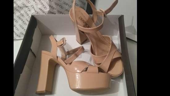 Босоножки на каблуках (DERiMOD)