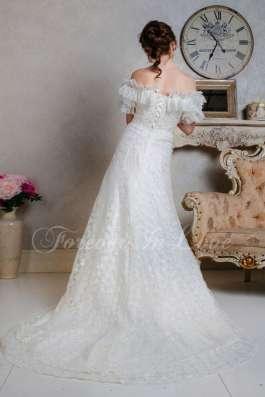 Кружевное свадебное платье в стиле рустик