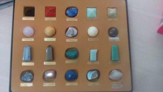 Коллекция камней и минералов(20образцов,2-3см)+2 книги о кам