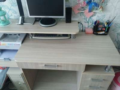 Компьютерный стол, торг уместен!