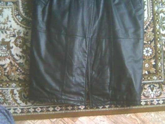 Продам новое кожаное пальто мужское рр 52-54 темное. корея