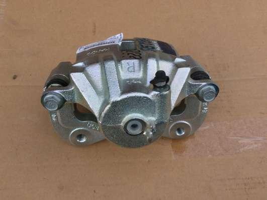 Суппорт передний правый EX581302H300 Mando (Elantra)