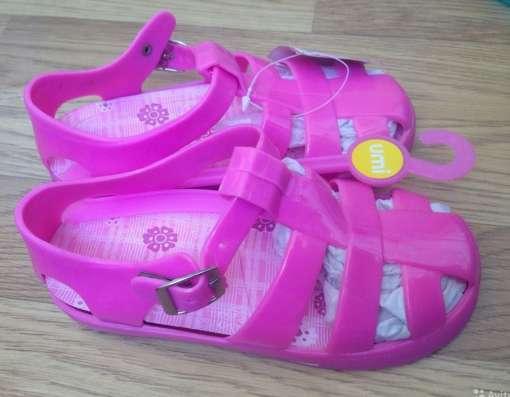 Новые сандалии на девочку