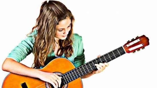 Групповое обученте игре на гитаре