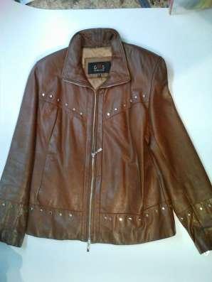 Короткая кожаная женская куртка, б/у, в хорошем состоянии в Барнауле Фото 2