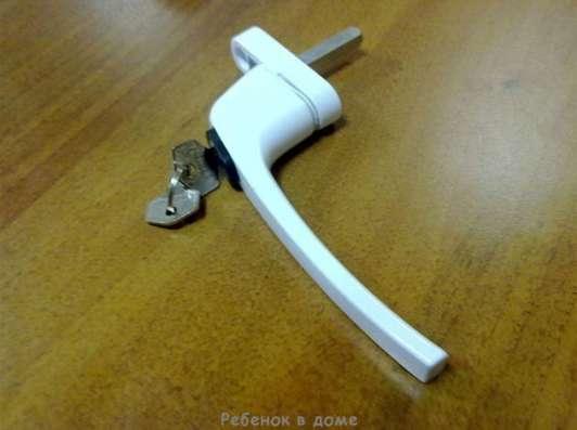 Ручка с кнопкой и ключом