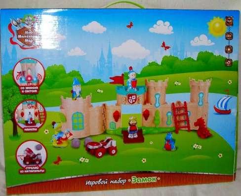 Замок с 7 фигурками, аксессуарами, светом и звуком Игровой
