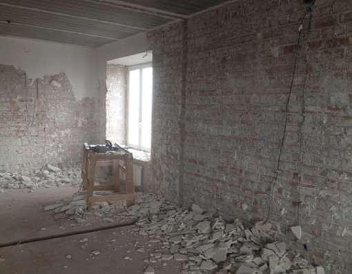 Любой демонтаж стен, пола, стяжки, окон, дверей в квартире